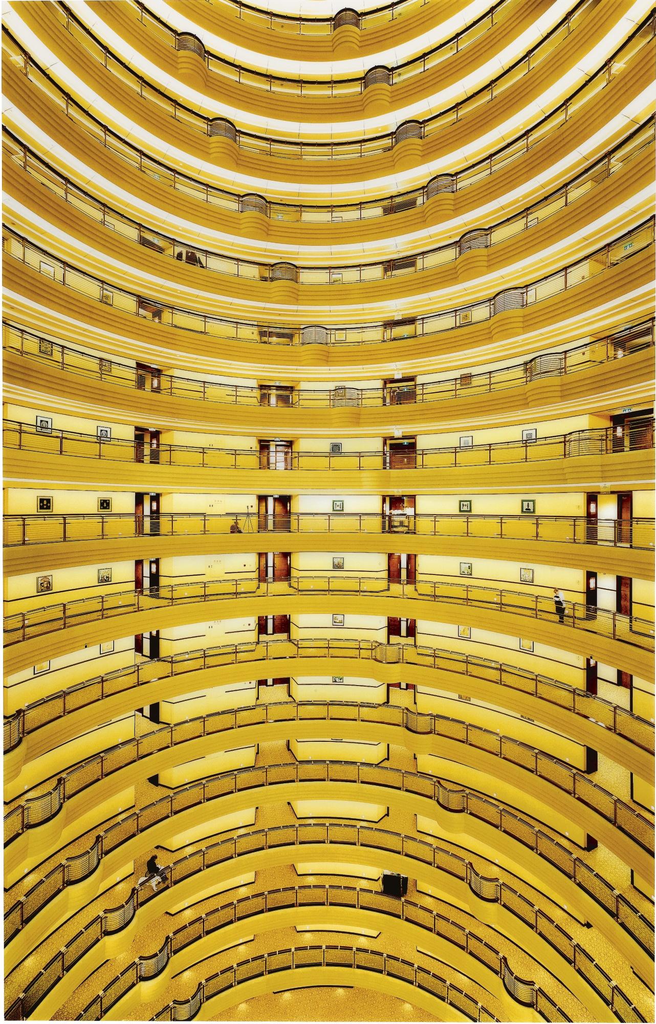 Andreas-Gursky-hyatt hotel-Shanghai2000-c-print